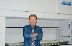 Window News   - Terry Richardson, TWR MD and Modula lift and storage system